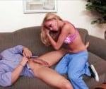 Nicole Ray neukt een vriend van haar vader