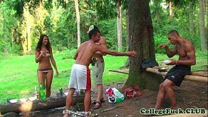 Een picknick met vrienden verandert in een orgie
