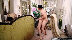 Audrey Charlize gehoorzaamt haar man en laat haar gezicht vullen met sperma
