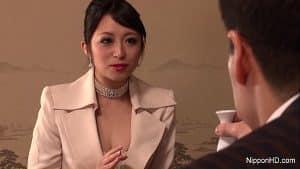 Japanse Nana Kunimi zakenvrouw wordt geneukt